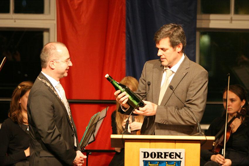Heinz Grundner und Udo Rieger, Übergabe der Baupläne